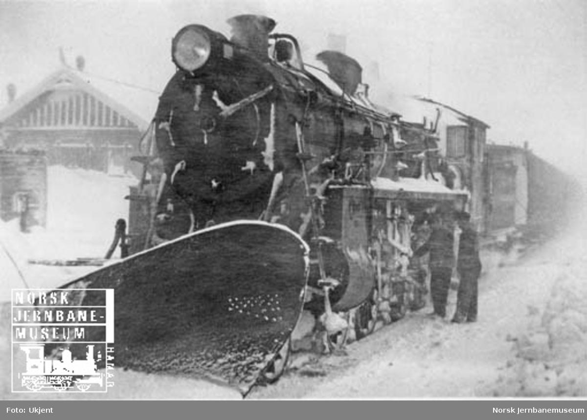 NSB damplokomotiv type 26c på Finse stasjon