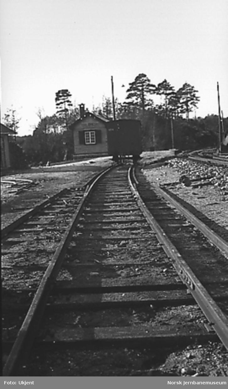 Omlegging til normalspor og med provisorisk 3-skinnespor på strekningen Arendal - Nelaug, overgangstunger mellom smalspor og normalspor ved Torbjørnsbu