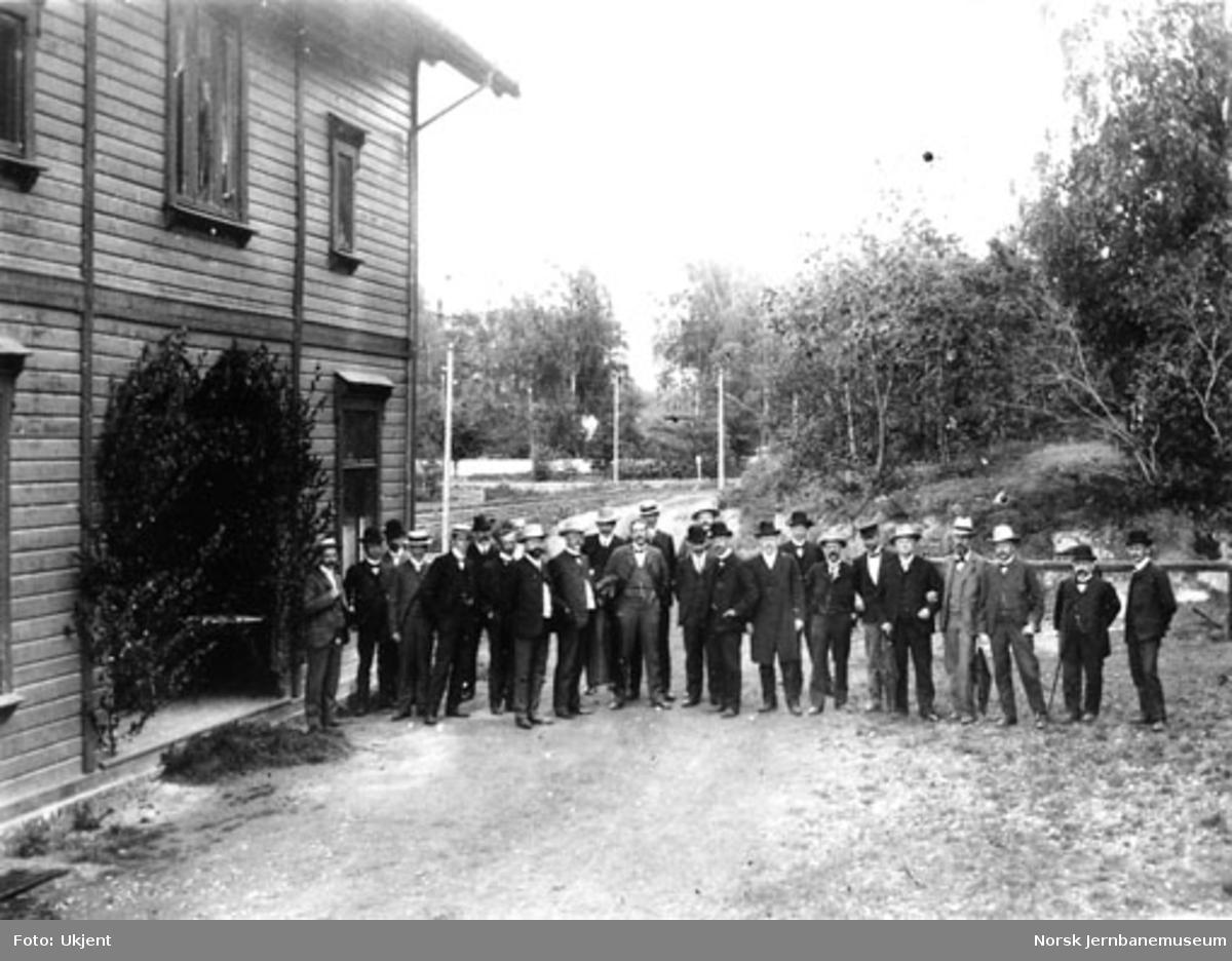 Medlemmer fra jernbaneingeniørenes forening på Eidsfoss stasjon