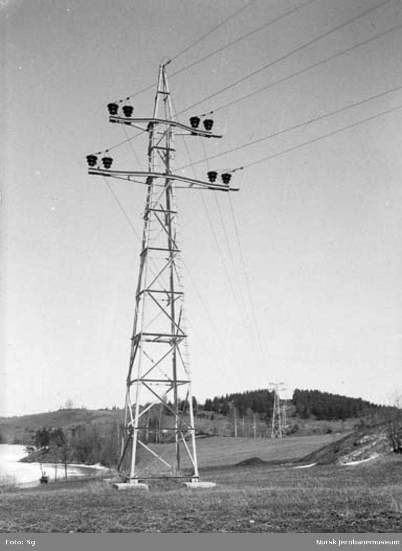 Drammenbanens elektrifisering : Hakavik-ledningen - vinkelmast ved koblingshus Sunnet