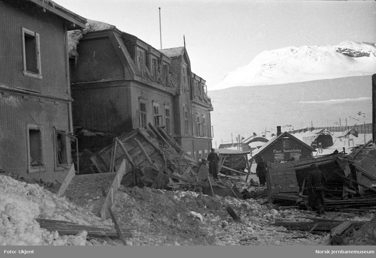 Skadet hotell etter bombing på Finse stasjon