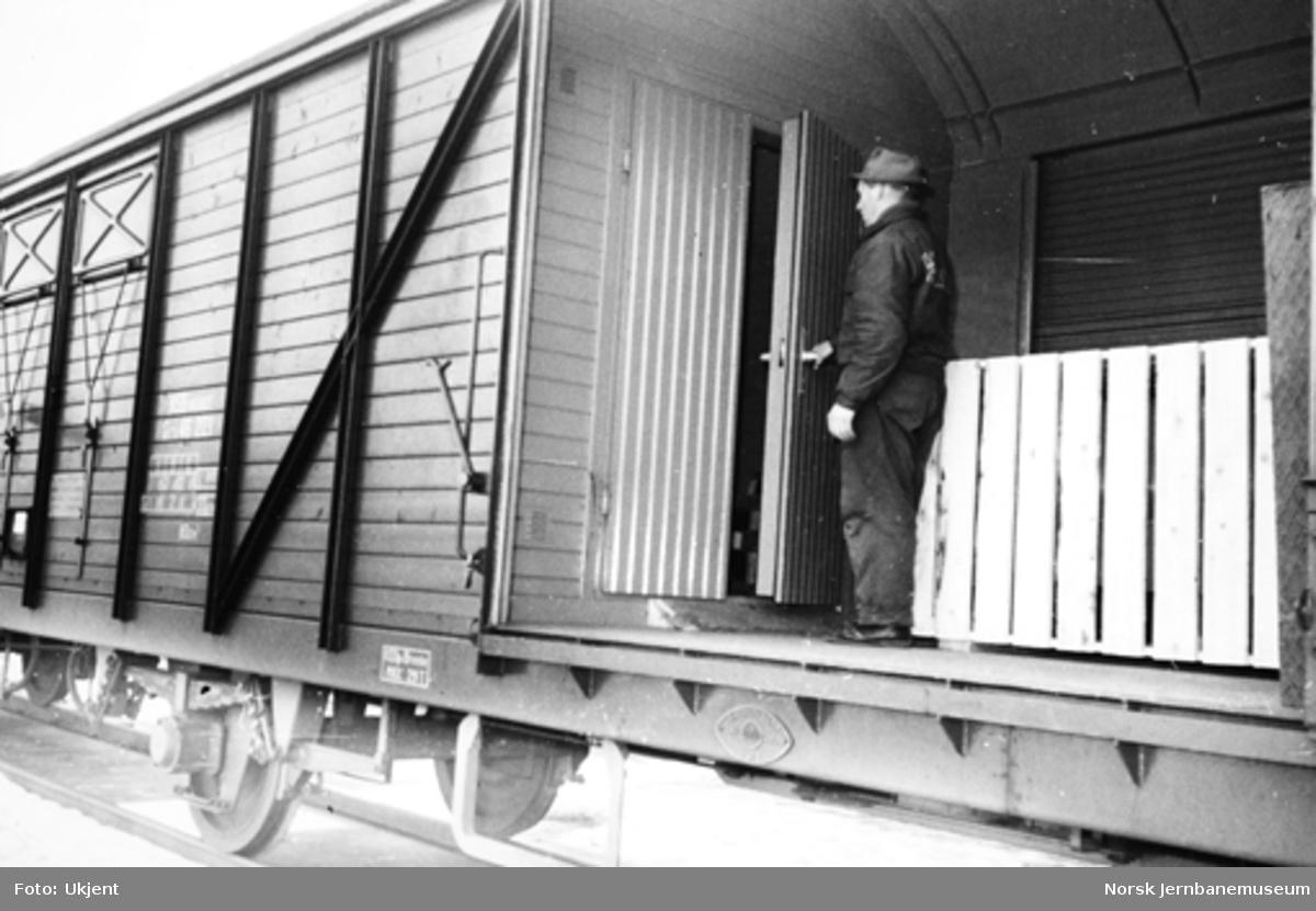 Lukket godsvogn litra Gr5 nr. 46221 med avdelt isolert rom
