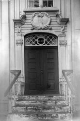 Ytterdør til Lossiusgården, Kristiansund 1912. Døren fører f