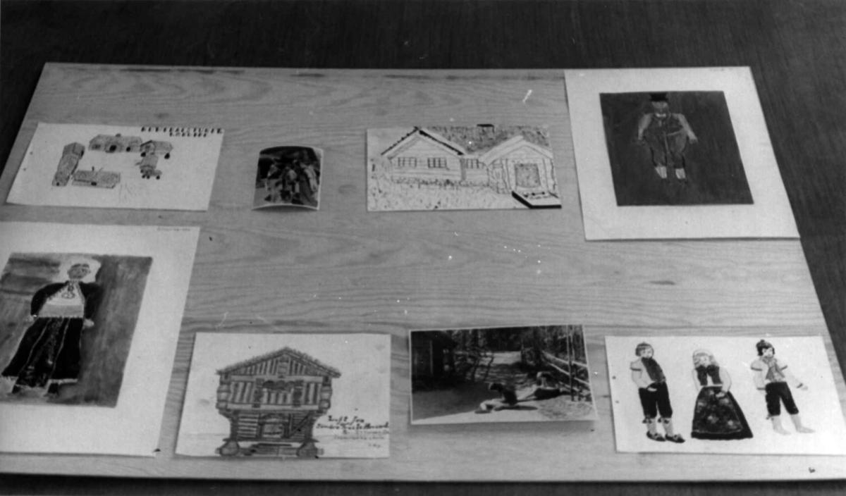Skolebarns tegninger på Norsk folkemuseum. Fotografi av skolebarns tegninger til Unesco-utstilling i London, juli 1950. (Tatt før monteringen.)