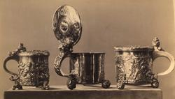Tre sølvkrus med lokk. Nå på Kunstindustrimuseet i Oslo.