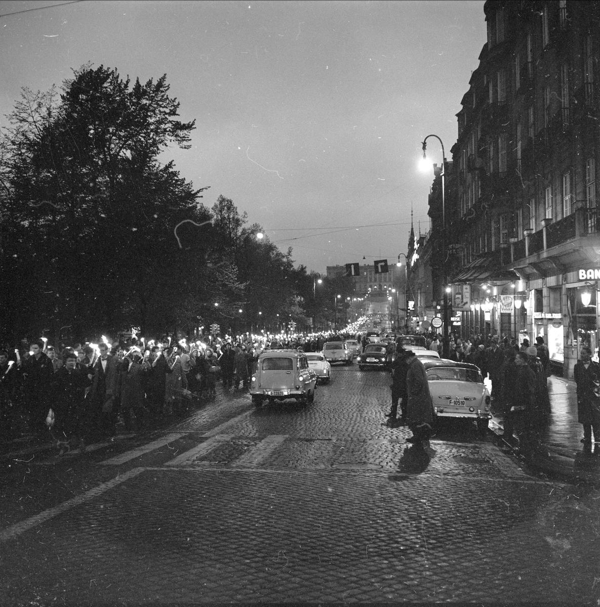 Demonstrasjoner, Oslo,  05.05.1961, professor Pauling, fakkeltog, Stortorget.
