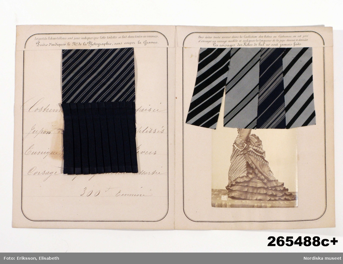 En samling tygprover   för finare klänningsmodeller inklistrade i 92  foldrar, litt a-f. Skickade av firman Montagnes Russes i Paris i mitten av 1870-talet  till den svenska drottningen Josefin, 1807-1877.  Benämningar på olika kvaliteter: Drap ´Orient, Gaze de Nimes, diagonale laine, Drap Cachemire, Cre`pe lisse, Serge Anglaise, Tulle Malines, Tulle Bruxelles, Haitienne, Armure laine, Bazin, Tulle Illusion, Vigogne Cagchemire, Popeline laine, Grain de poudre, Gros d´Alma, Tulle parisienne, Chalys, Mohair glacé, Brandenbourg laine, Percale imprimé, Batiste. /Berit Eldvik 2011-02-01