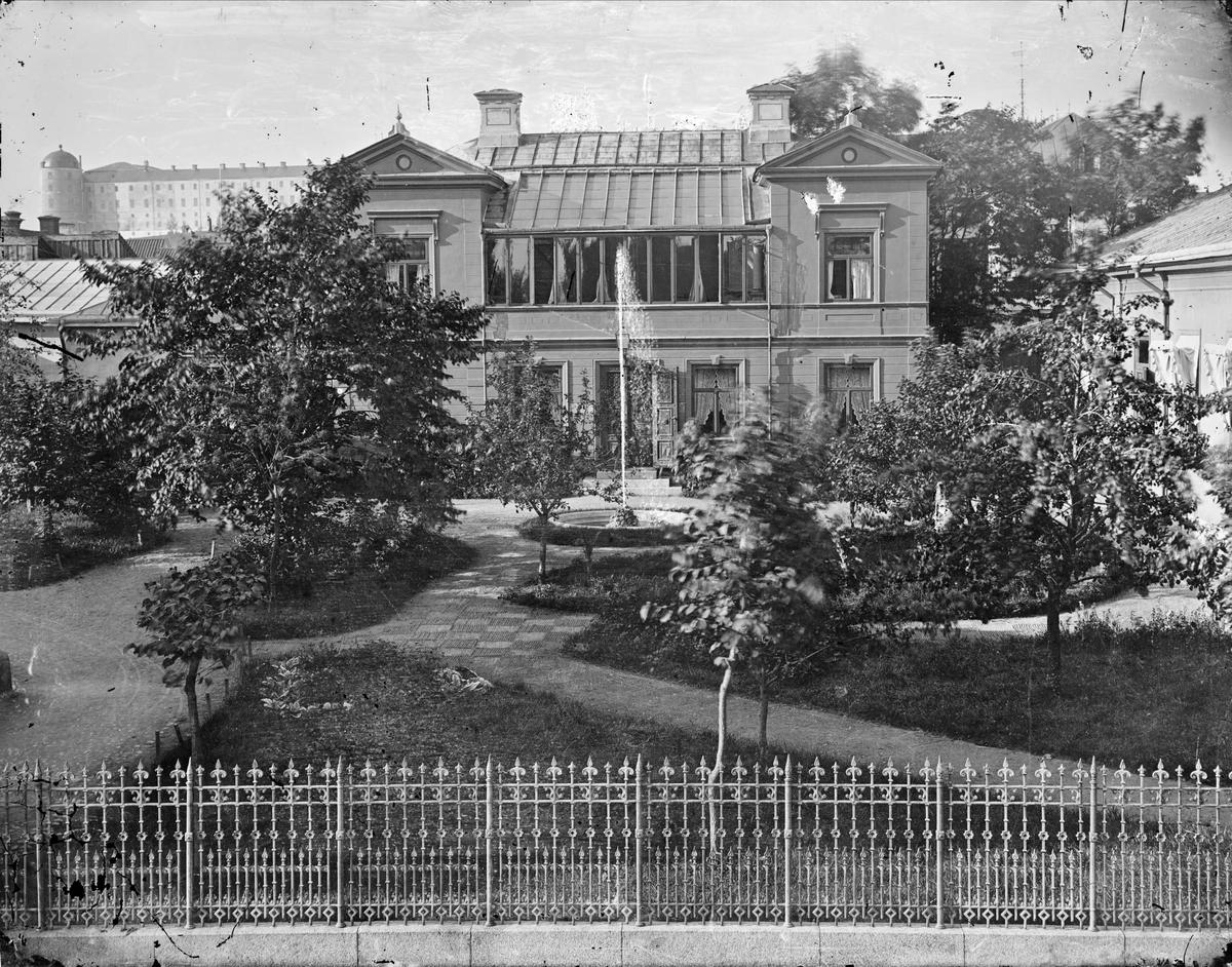 Henri Ostis fotoateljé, Kungsgatan 53, kvarteret Oxen, Uppsala år 1880