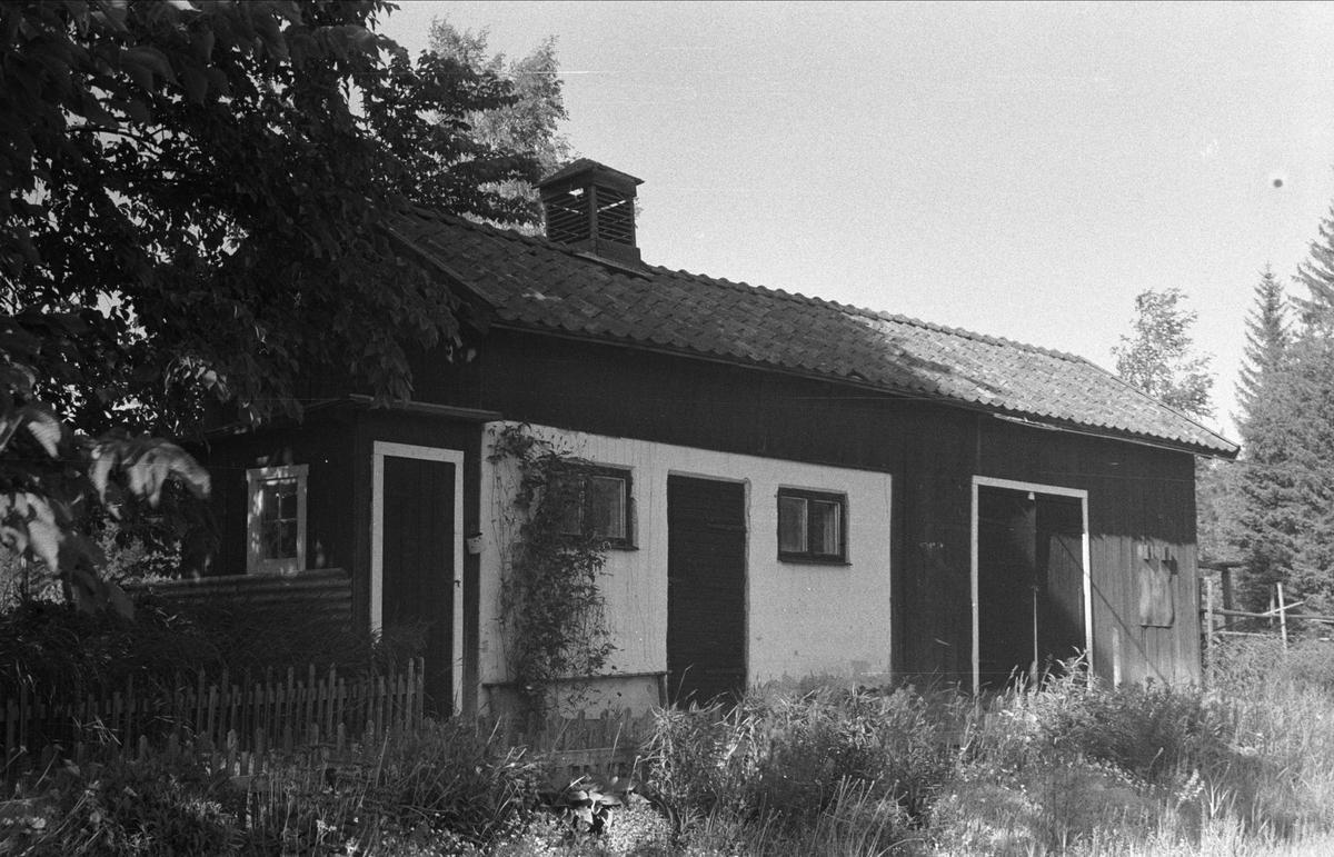 Uthus, Djupdalen, Sandbro, Björklinge socken, Uppland 1976