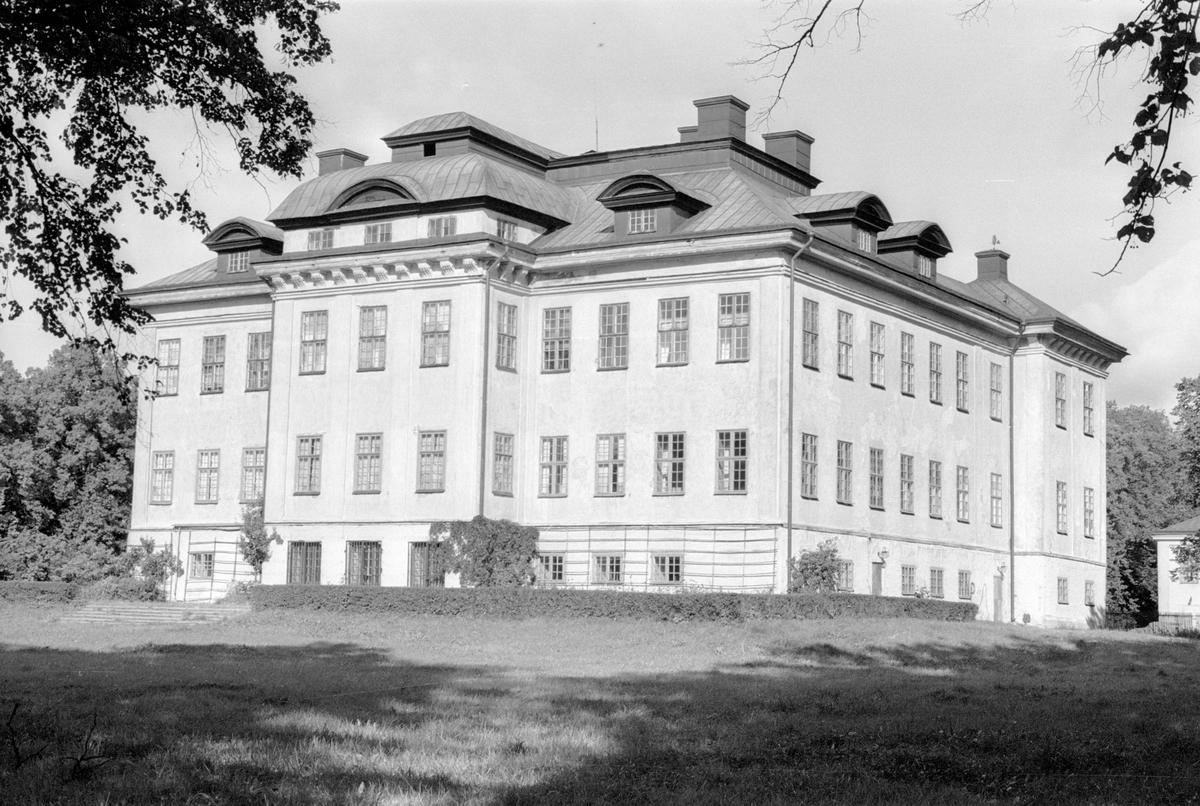 Vy från sydöst över Salsta slott, Salsta, Lena socken, Uppland 1978