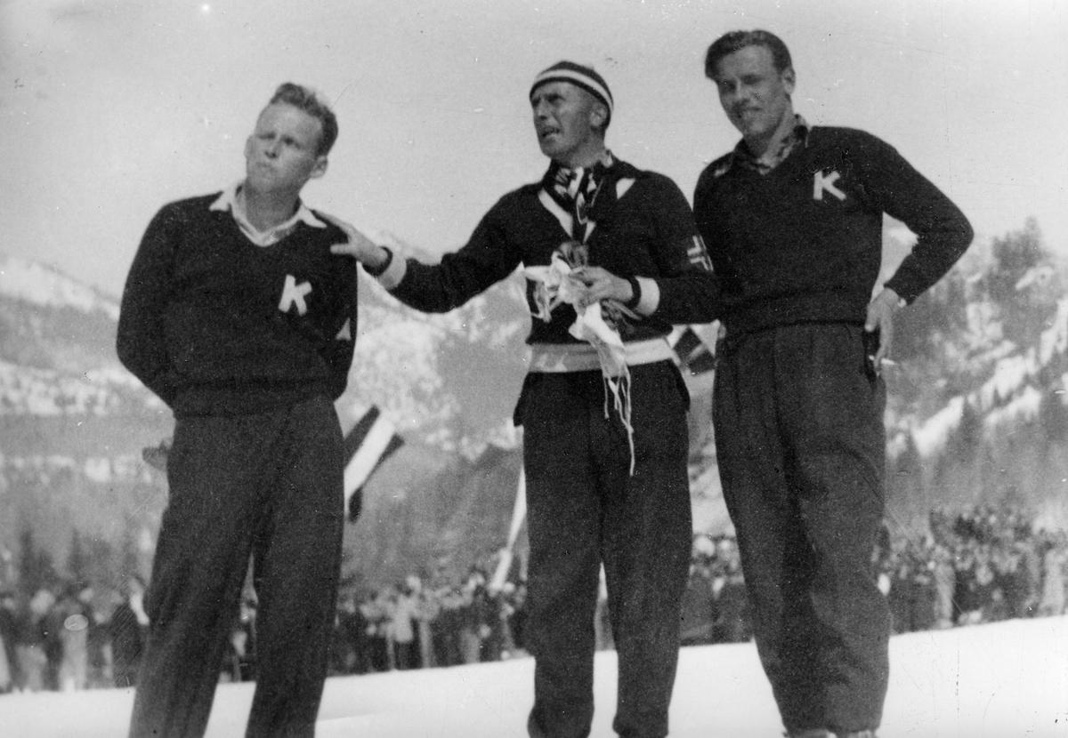 Fra venstre: Øivind Alstad, Randmod Sørensen, Olav Ulland under renn i Østerrike. Øivind Alstad, Randmod Sørensen, Olav Ulland during a jumping competition i Austria.