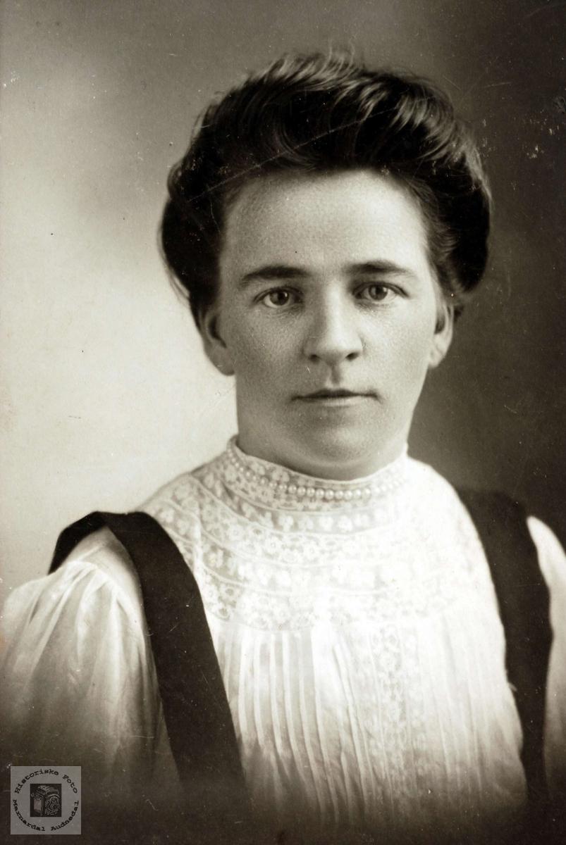 Portrett av Jørgine Sveindal fra Grindheim som utvandra til USA.