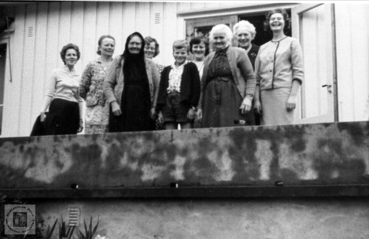 På altanen på Koland, Laudal.