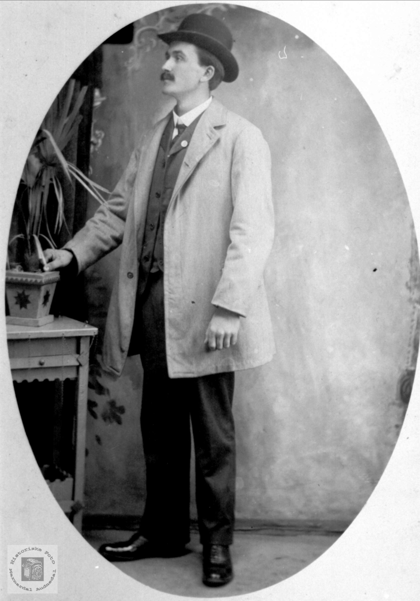 Portrett av Bent O. Høye, Øyslebø.