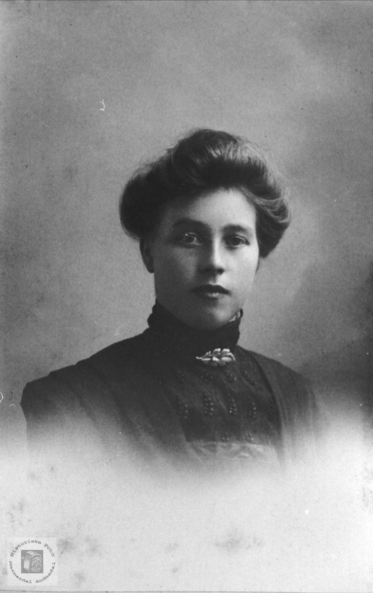 Portrett av Marie Breland, Øyslebø.