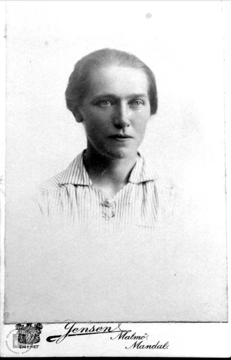Portrett av Gunlaug Øyslebø, Øyslebø.