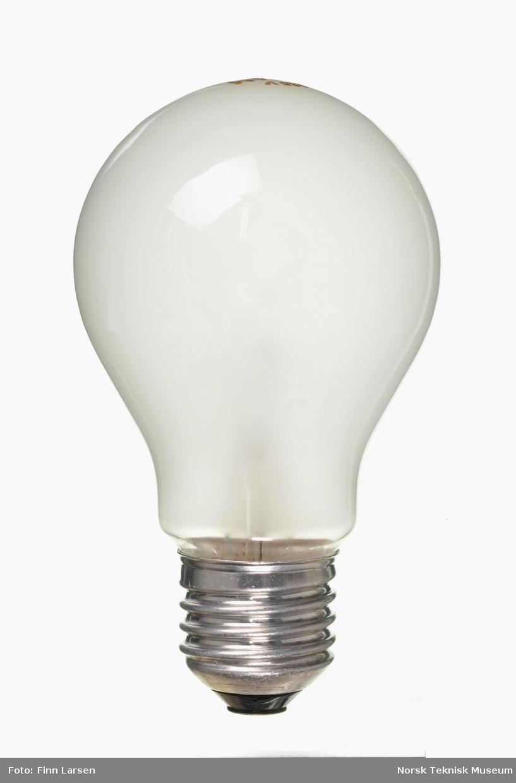Spenning: 235V, Effekt: 25W Sokkel: E 27. Pæreformet lampeglass. Originalemballasje mangler.