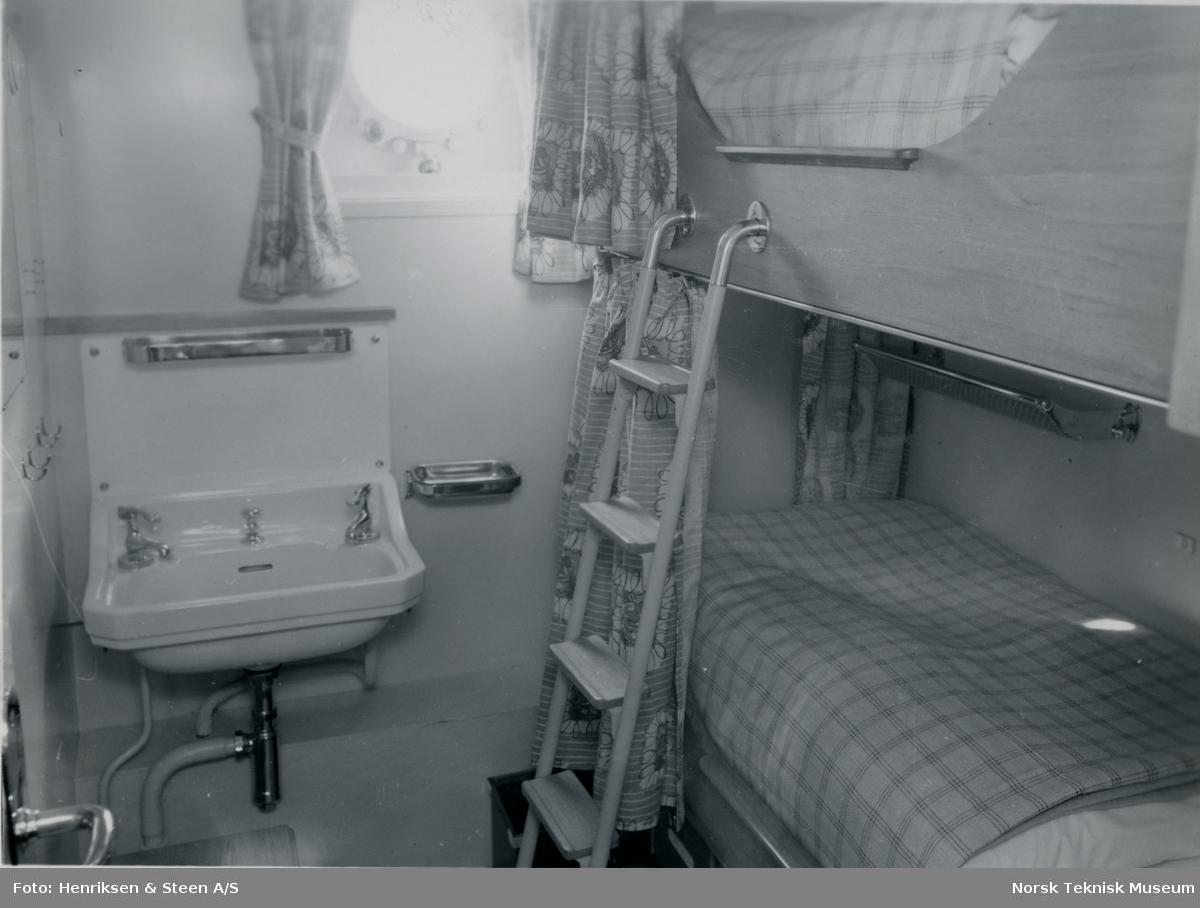 Lugar på passasjer- og lasteskipet M/S Blenheim, B/N 490. Skipet ble levert av Akers Mek. Verksted i 1951 til Fred. Olsen & Co.