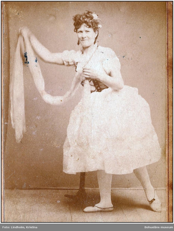Artistfoto på Ingeborg Eriksson-Eisfeldt, senare cirkusdirektör för Cirkus Leonard. Privat foto.