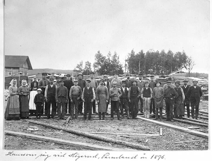 """Text på kortet: """"Hansson såg vid Högerud, Värmland år 1896""""."""