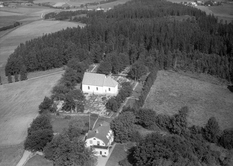 """Enligt AB Flygtrafik Bengtsfors: """"Naverstad kyrka Bohuslän"""".            ::"""