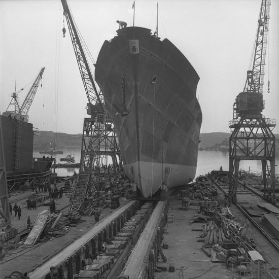 Dop och sjösättning av fartyget 155 M/S Aase Thordén.