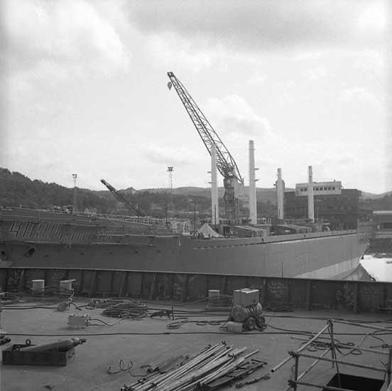 Från fartygsdäck, 265 M/S Krymskie Gory och 266 M/S Uraljskie Gory vid utrustningspir och -kaj.