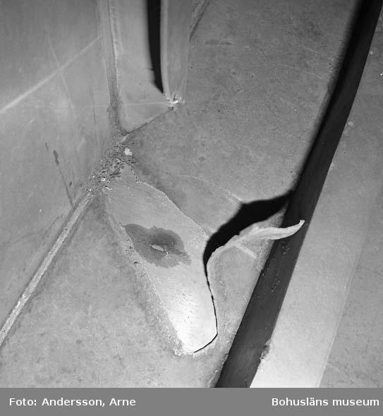 Skyddet: Dokumentation av märke i plåt efter lyftöra som lossnat.