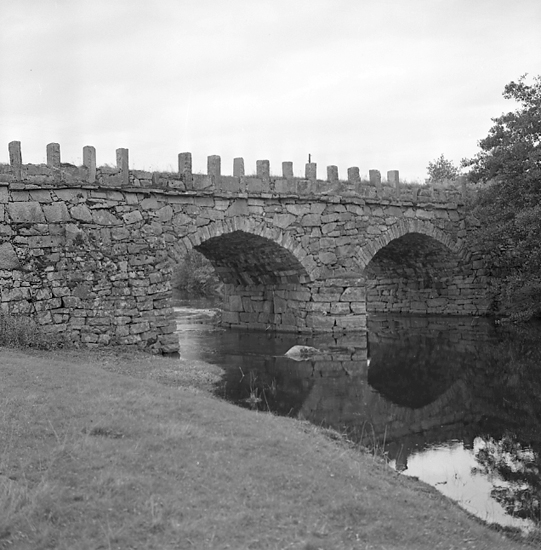 """Enligt notering: """"Gammal bro vid Bräcke d. 19/9 57""""."""