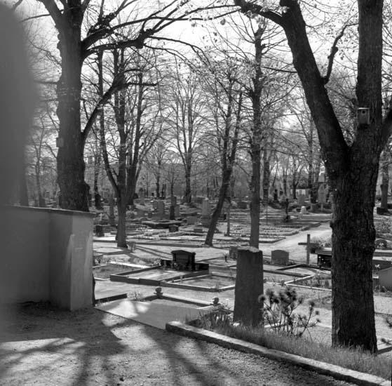 """Enligt notering: """"Kyrkogårdsförest. Hellman 11/5 -59""""."""