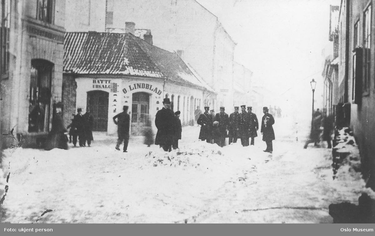 gateløp, forretningsgårder, menn, uniformer, snø