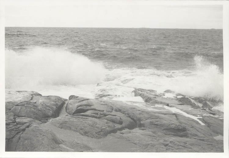 """Noterat på kortet: """"Marstrand. Tåudden juldagen 1961."""""""