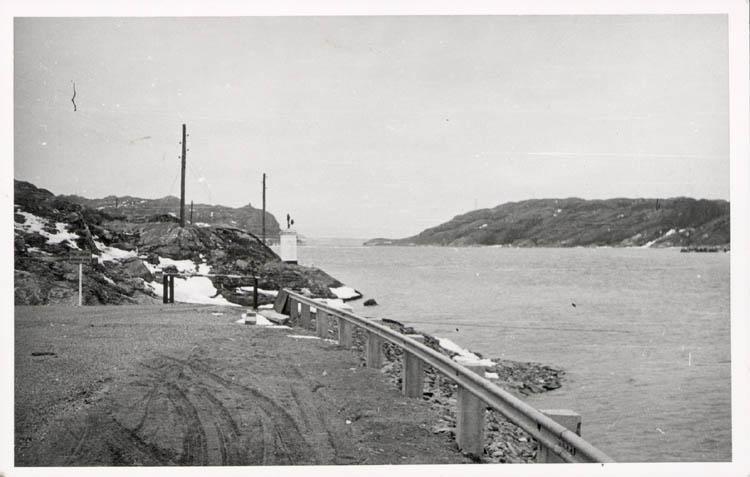 """Noterat på kortet: """"Fröjdendal Morlanda sn. Orust."""" """"Vid färjeläget Orust - Malön. Påsken 1958."""""""