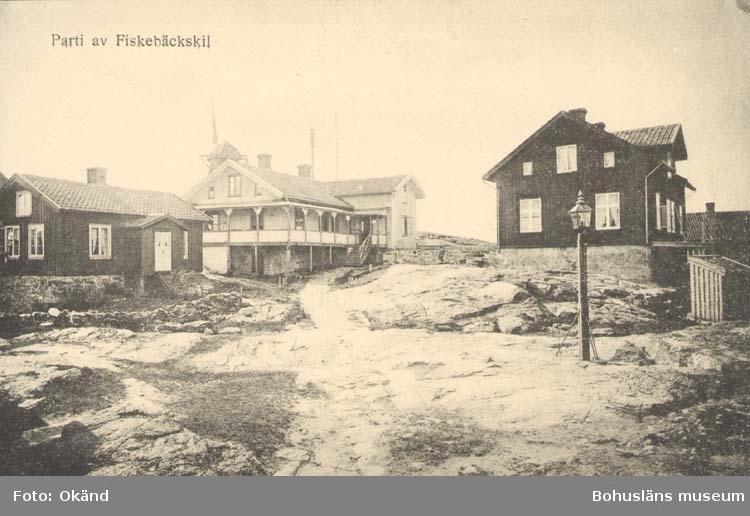 """Tryckt text på kortet: """"Parti av Fiskebäckskil."""" """"Tekla Bengtssons Pappershandel, Fiskebäckskil."""""""