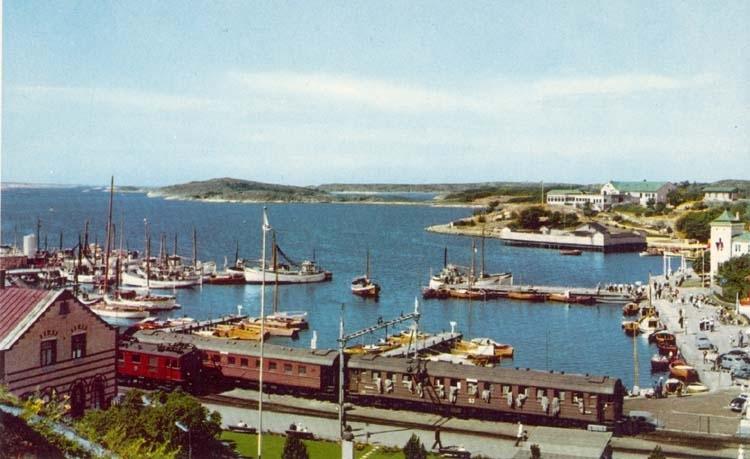 """Tryckt text på kortet: """"Strömstad. Södra hamnen."""" """"Ultraförlaget A.B. Solna."""""""