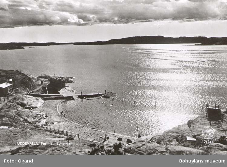 """Tryckt text på kortet: """"Uddevalla. Parti av Byfjorden."""""""