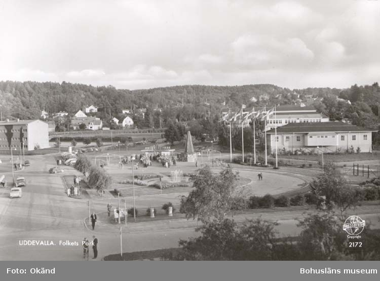 """Tryckt text på kortet: """"Uddevalla. Folkets Park."""""""