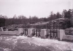Vattenfördämning i Vargön.