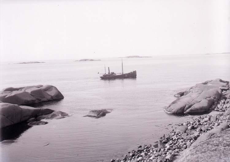 """Enligt text som medföljde bilden """"Vid Stångehufud 1917/1918""""."""
