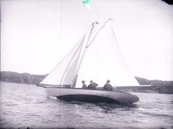 """Enligt text som medföljde bilden: """"Kappsegling Gustavsberg """""""