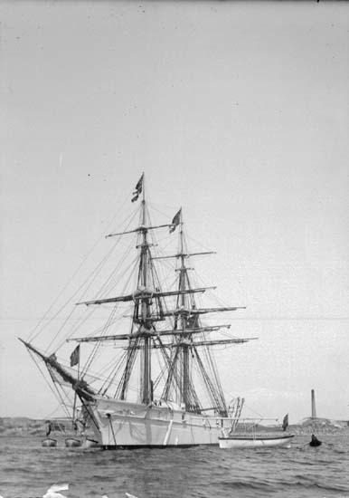 """Enligt text som medföljde bilden: """"Lysekil. Övningsfartyget """"Gladan"""" 15/10 1901."""""""