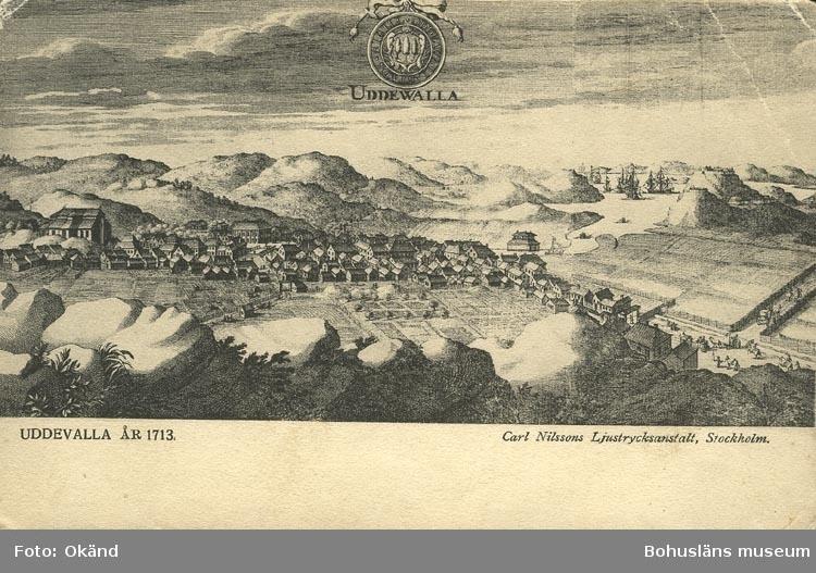 """Tryckt text på vykortets framsida: """"UDDEVALLA ÅR 1713."""" """"Carl Nilssons Ljustrycksanstalt, Stockholm."""""""