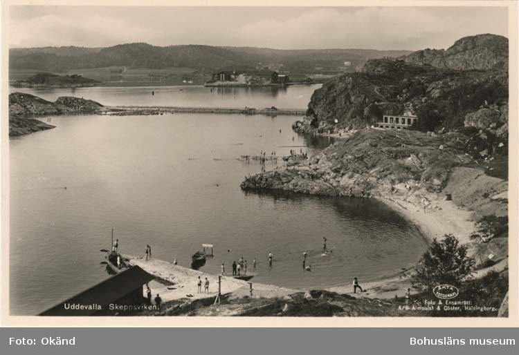 """Tryckt text på vykortets framsida: """"Uddevalla, Skeppsviken."""""""
