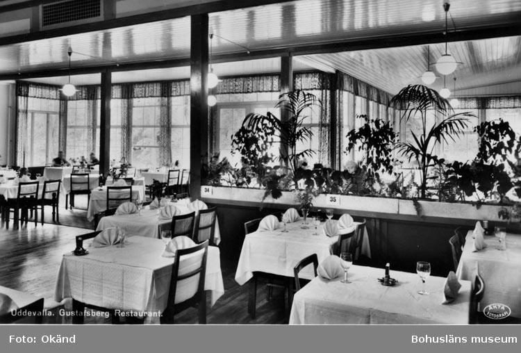"""Tryckt text på vykortets framsida:  """"Uddevalla Gustafsberg Restaurant."""""""