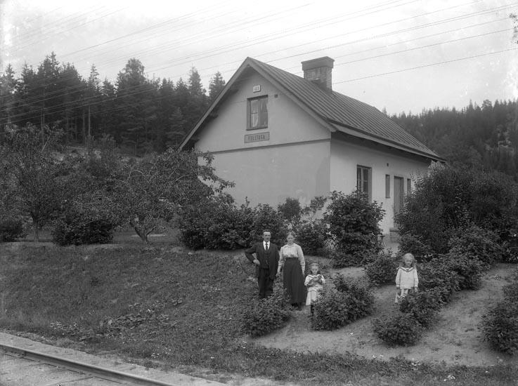 """Enligt fotografens noteringar: """"Banvakt vid Solberg eller Fulltaga. Herr Johansson Handelsföreningen."""""""