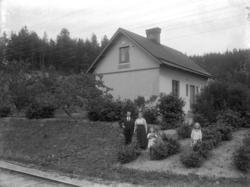"""Enligt fotografens noteringar: """"Banvakt vid Solberg eller Fu"""