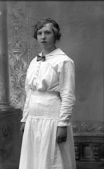 """Enligt fotografens journal Lyckorna 1909-1918: """"Johansson, Fr. Gunhild Lyckorna""""."""