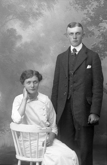 """Enligt fotografens journal Lyckorna 1909-1918: """"Leander, Arthur, Kåröd, Stillingsön""""."""