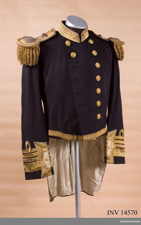Grupp C I. Uniform buren av amiralen Herbert Kantzow, f. 1829, d. 1915.