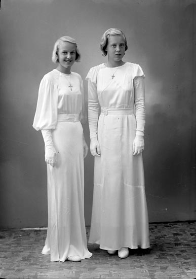 """Enligt fotografens journal nr 6 1930-1943: """"Nilsson o Henriksson Fr. Konfirm. Gbg""""."""